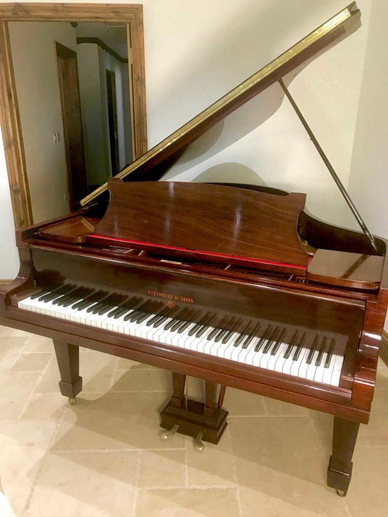steinway,o,sale,dorset,piano,showroom