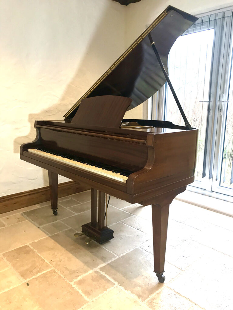 baby,grand,used,second,hand,one,thousand,pounds,dorset,showroom,shop,