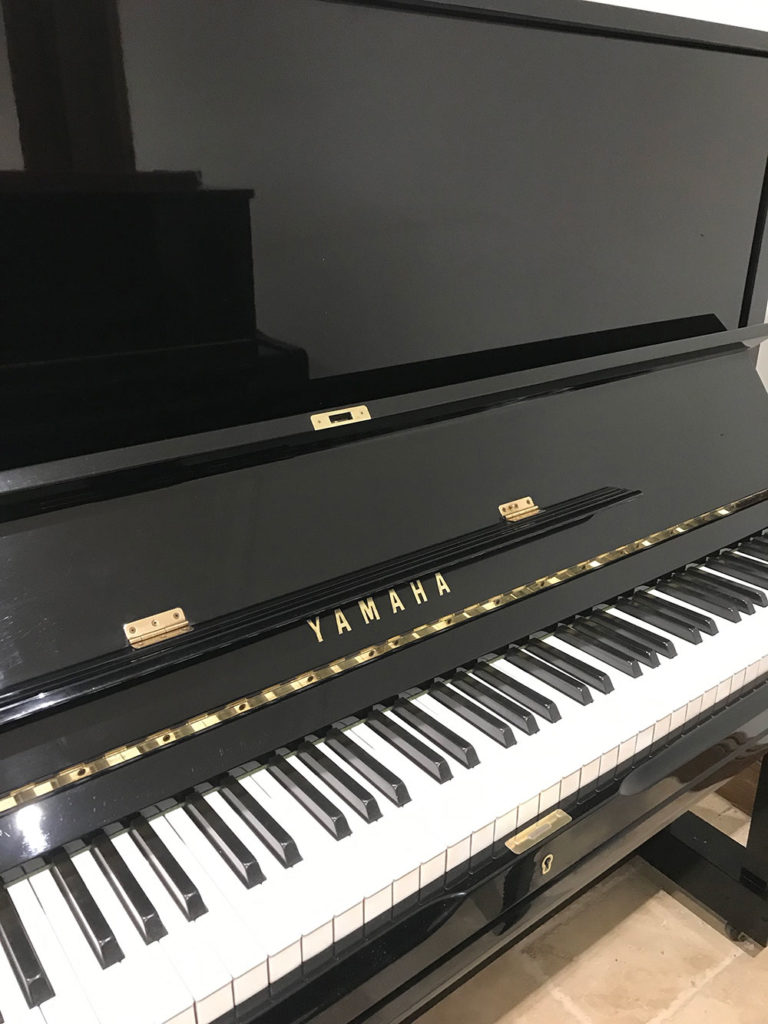 yamaha,black,high,gloss,u3,piano,upright,dorset,showroom