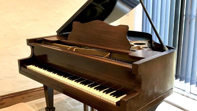 grand,baby,piano,dorset,mahogany