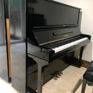 yamaha,u3,upright,piano,black,high,gloss,modern,dorset,showroom,restored